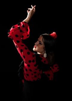 Vista posterior de tiro medio bailarín flamenca
