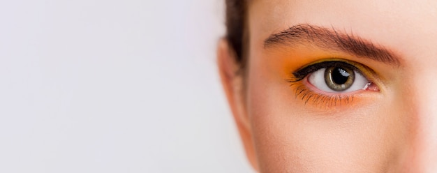 Vista de primer plano del ojo con espacio de copia