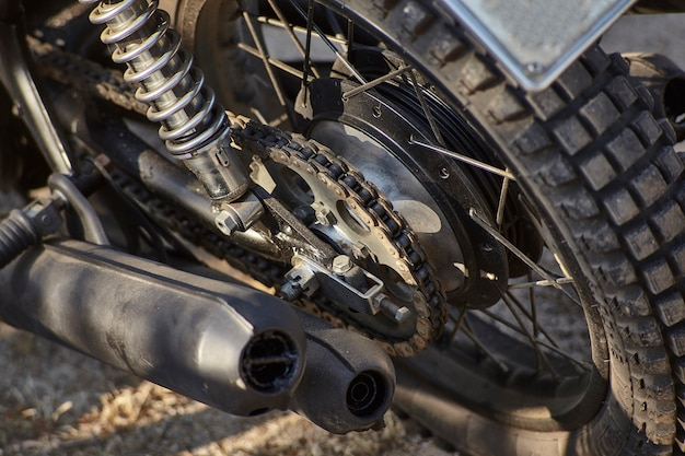 Vista de primera mano del puesto de conducción de una motocicleta vintage