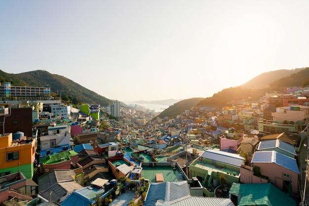 Vista del pueblo de la cultura de gamcheon en busan, corea del sur.