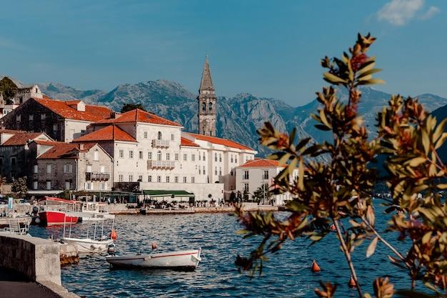 Vista del pueblo de perast. montenegro