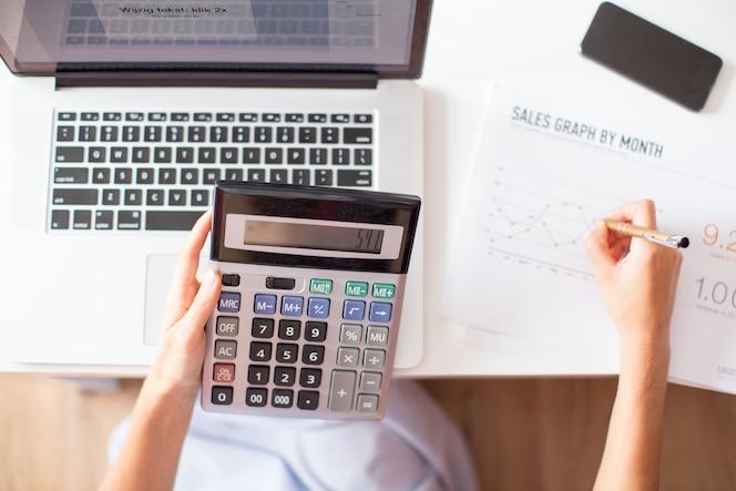 Vista recortada del administrador de ventas con la calculadora