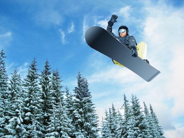 Vista de salto de esquiador de montaña desde abajo