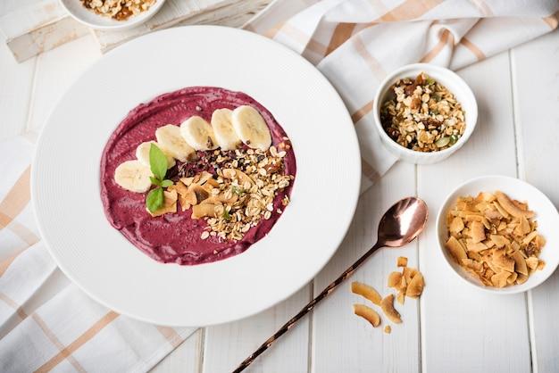 Vista saludable de plátano desayuno