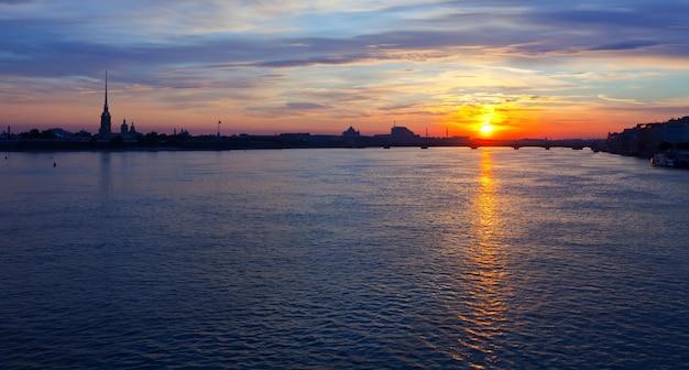Vista de san petersburgo en la mañana