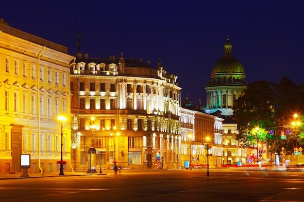 Vista de san petersburgo en la noche