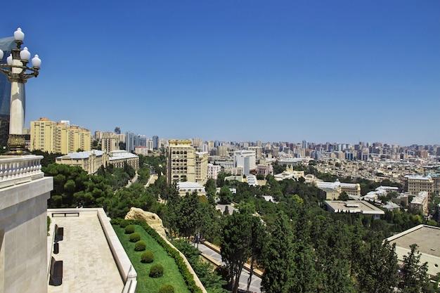 La vista sobre la ciudad vieja de bakú, azerbaiyán