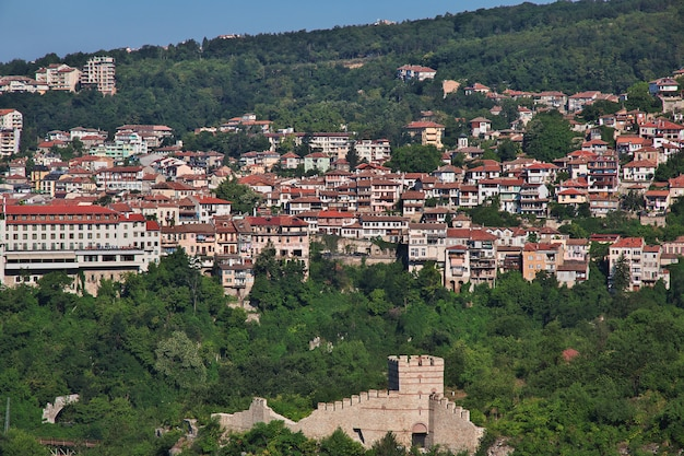 La vista sobre veliko tarnovo en bulgaria