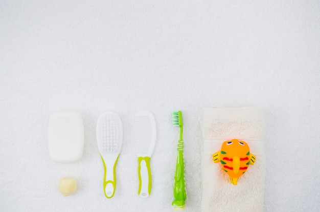 Vista superior accesorios de baño para bebé