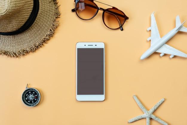 Vista superior de accesorios de viaje, concepto de viaje. lay flat, copia espacio