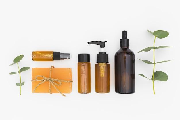 Vista superior de aceites esenciales y jabón.