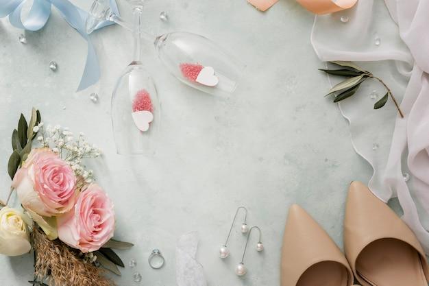 Vista superior de adornos decorativos de boda