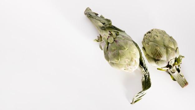 Vista superior de alcachofas con espacio de copia