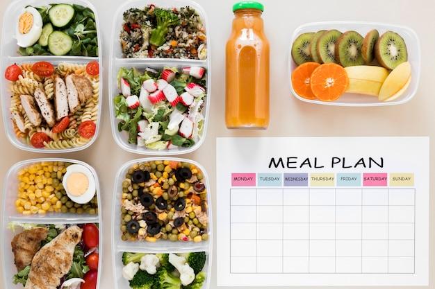 Vista superior de alimentos saludables en contenedores