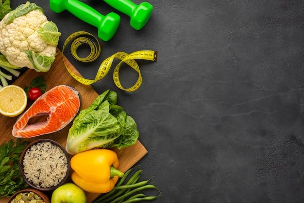 Vista superior de alimentos saludables con espacio de copia