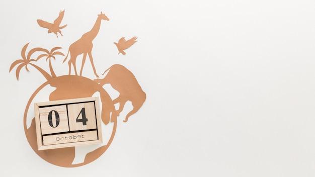 Vista superior de animales de papel con globo y calendario para el día de los animales.