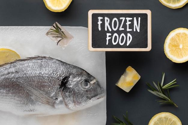 Vista superior arreglo de alimentos congelados saludables