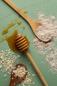 Vista superior del arreglo de avena y miel