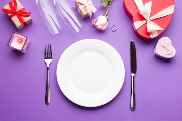 Vista superior arreglo cena romántica