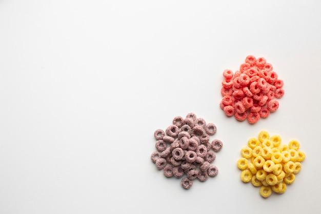 Vista superior arreglo de cereal sabroso