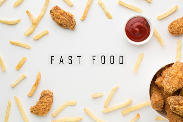 Vista superior del arreglo de comida americana