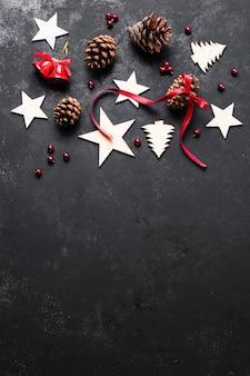Vista superior arreglo decorativo de navidad con espacio de copia