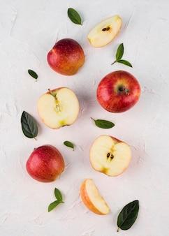 Vista superior del arreglo de manzanas orgánicas