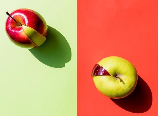 Vista superior del arreglo de manzanas rojas y verdes