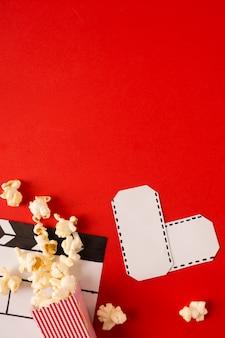 Vista superior del arreglo de películas con espacio de copia