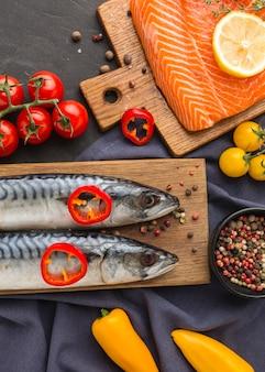 Vista superior del arreglo de pescado sabroso
