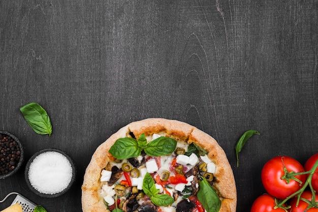 Vista superior arreglo de pizza esponjosa