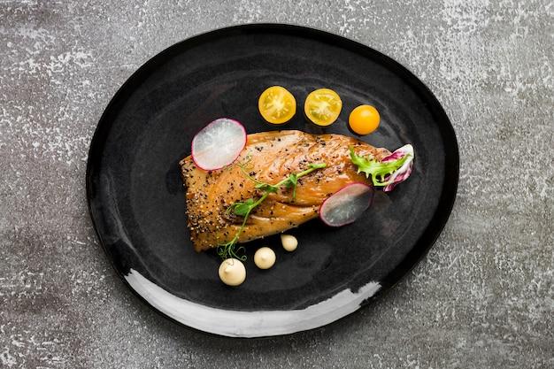 Vista superior arreglo de plato delicioso