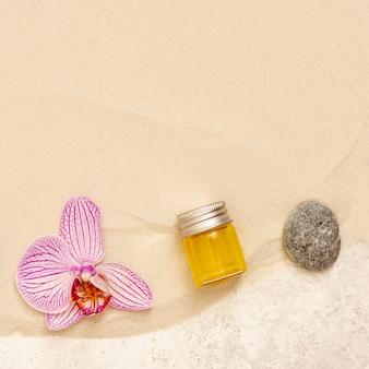 Vista superior arreglo de spa con aceite y flor