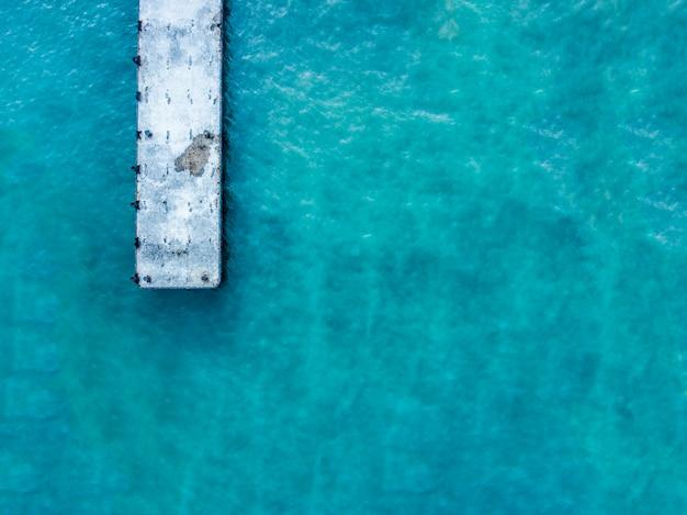 Vista superior desde arriba del diseño del fondo del embarcadero del mar con concepto del extracto del texto del espacio de la copia