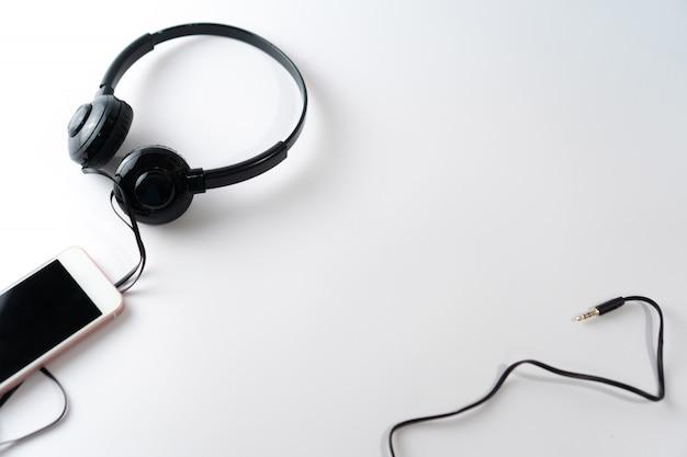 Vista superior de auriculares negros closeup