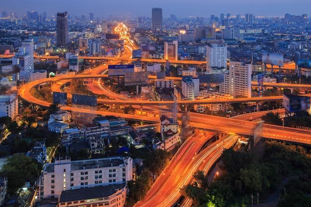 Vista superior de la autopista y la autopista de bangkok, tailandia