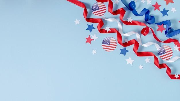 Vista superior de la bandera de estados unidos, cintas y estrellas con espacio de copia