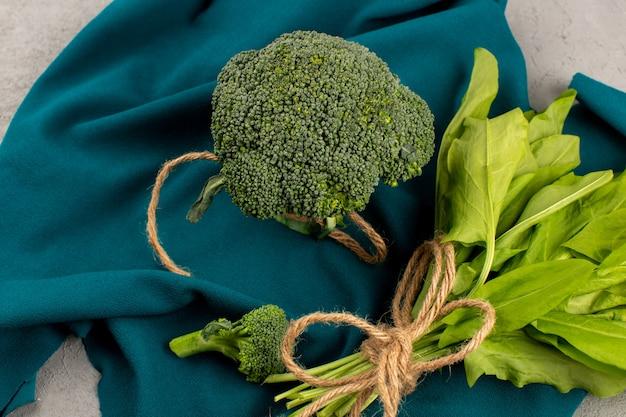 Vista superior brócoli verde maduro fresco