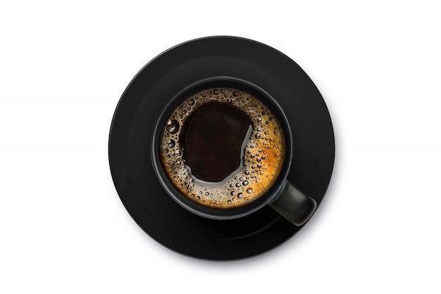 Vista superior de café caliente en taza negra cllipping camino.