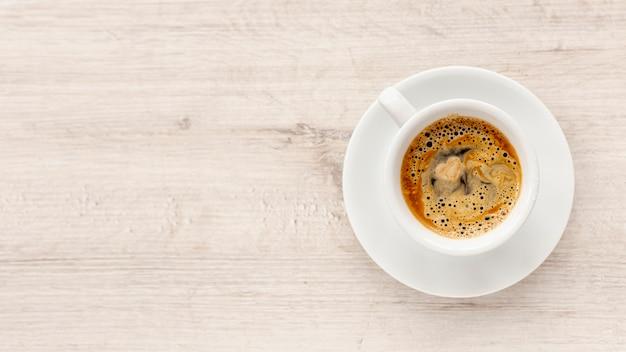 Vista superior de café para el día de san valentín con espacio de copia