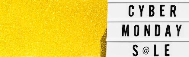 Vista superior de la caja de luz para el cyber monday con brillo dorado y espacio de copia