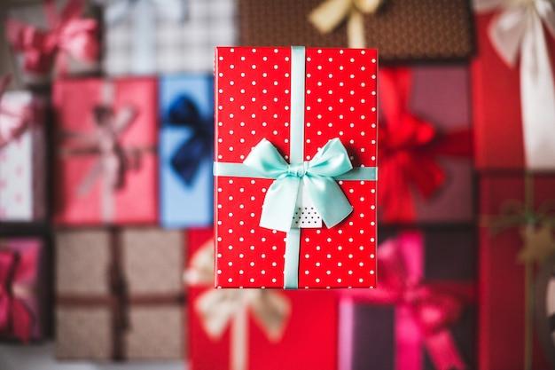 Vista superior de cajas de regalo de navidad y año nuevo