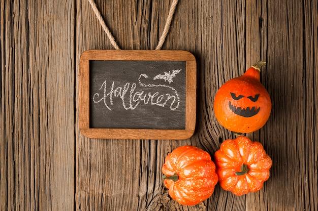 Vista superior de calabazas de halloween con maqueta