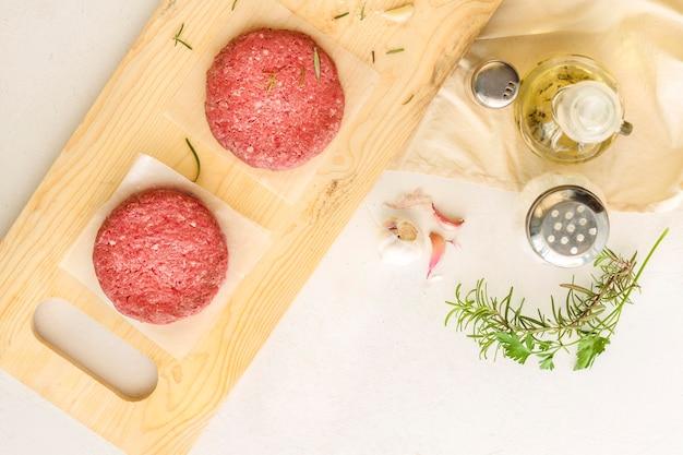Vista superior de carne de hamburguesa