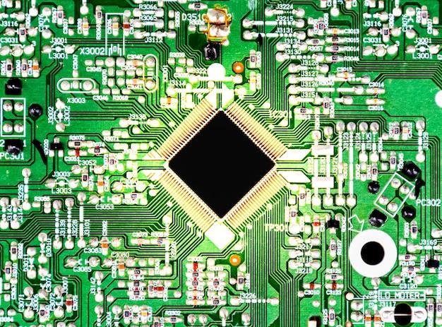 Vista superior de cerca maqueta de la unidad central de procesamiento negra con efecto de luz dorada