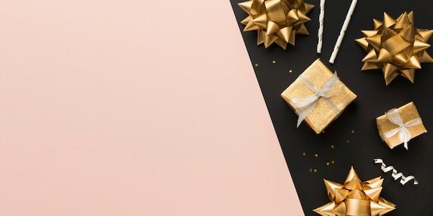 Vista superior de cintas y regalos