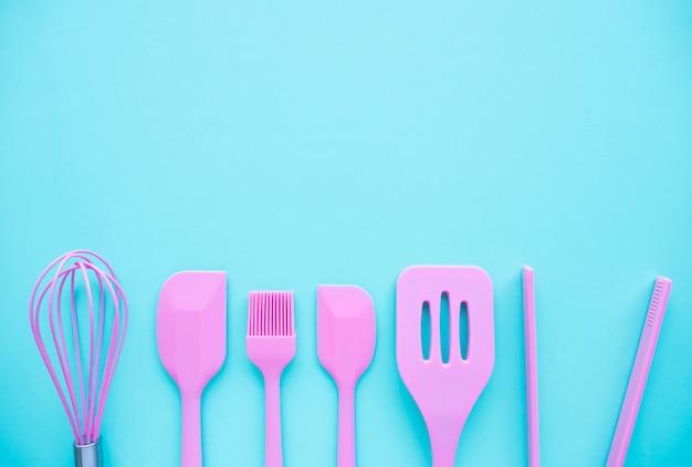 Vista superior de la cocina, utensilios de panadería, herramientas.