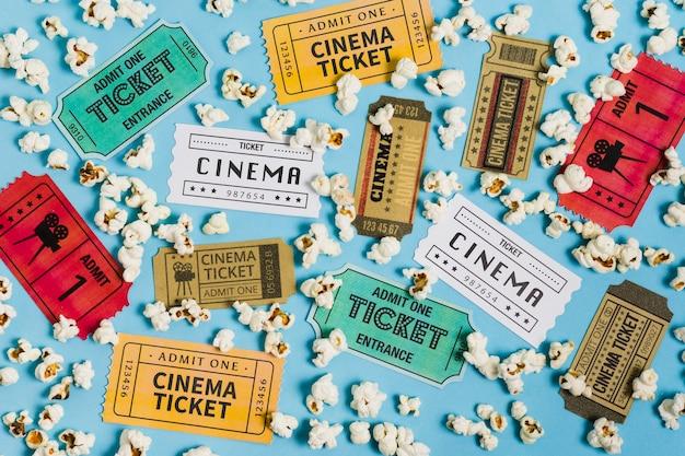 Vista superior colección de entradas de cine