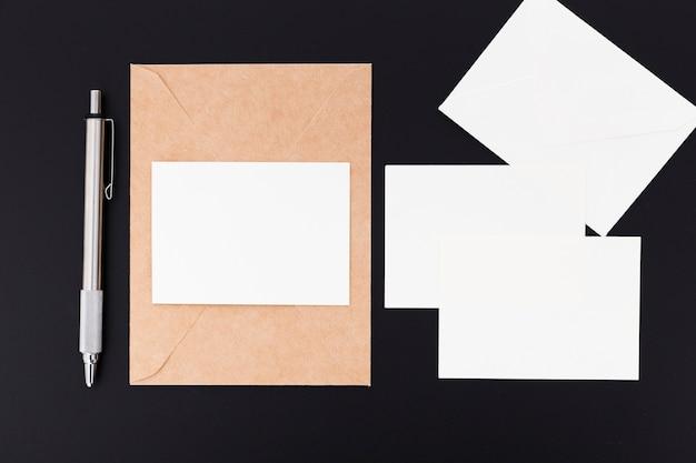 Vista superior colección de tarjetas en blanco