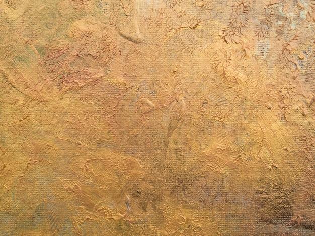 Vista superior de los colores dorados sobre lienzo.